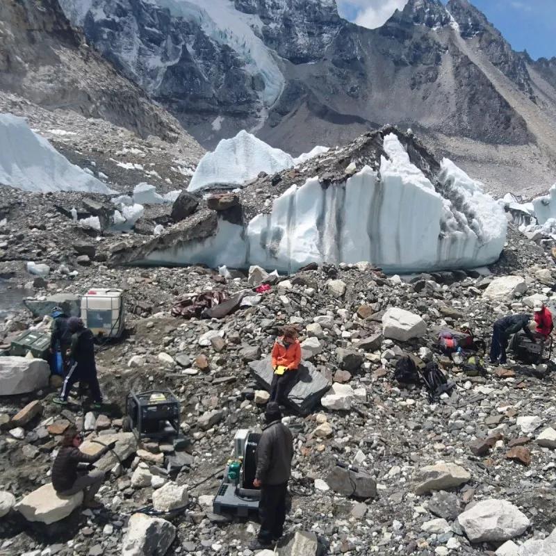 去喜马拉雅解剖冰川吧,这才是正确的降暑方式