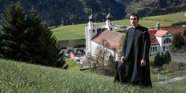 他是清修僧侣,也是俗世园丁