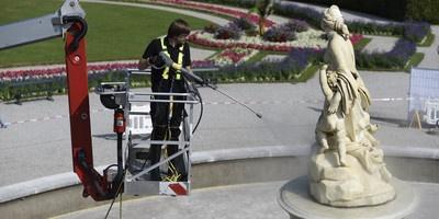 运用环保技术清洗拉托纳喷泉