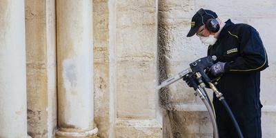 清洗耶路撒冷教堂过程中加水