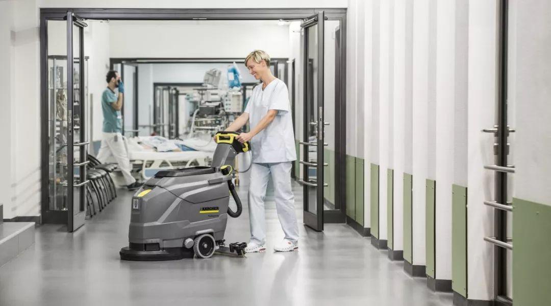 洗地吸干机给室内硬地面消毒杀菌