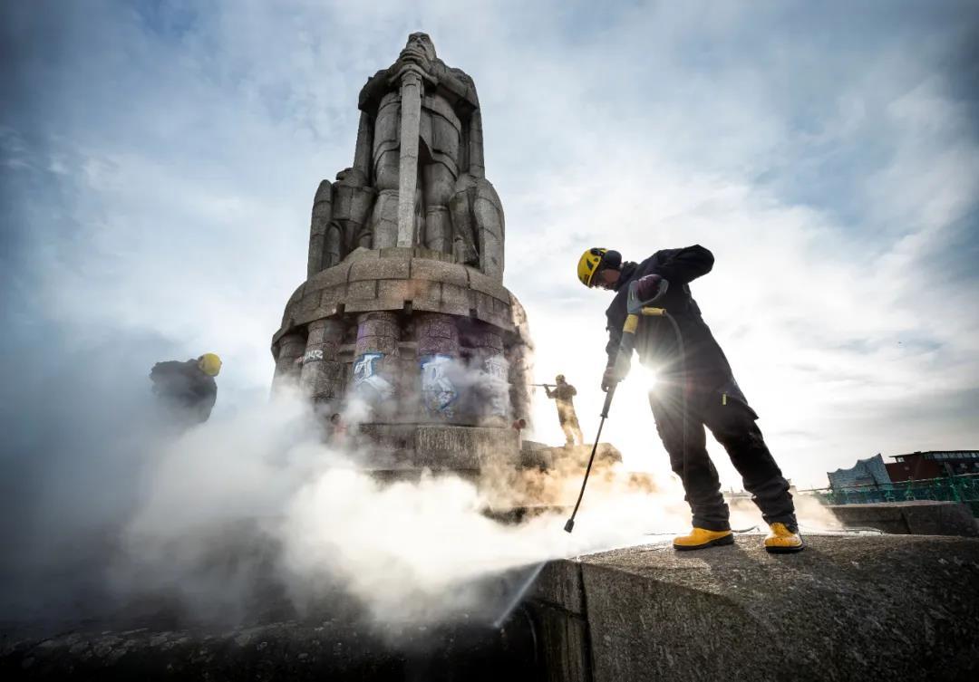 致敬和平象征,卡赫公益清洗俾斯麦雕像