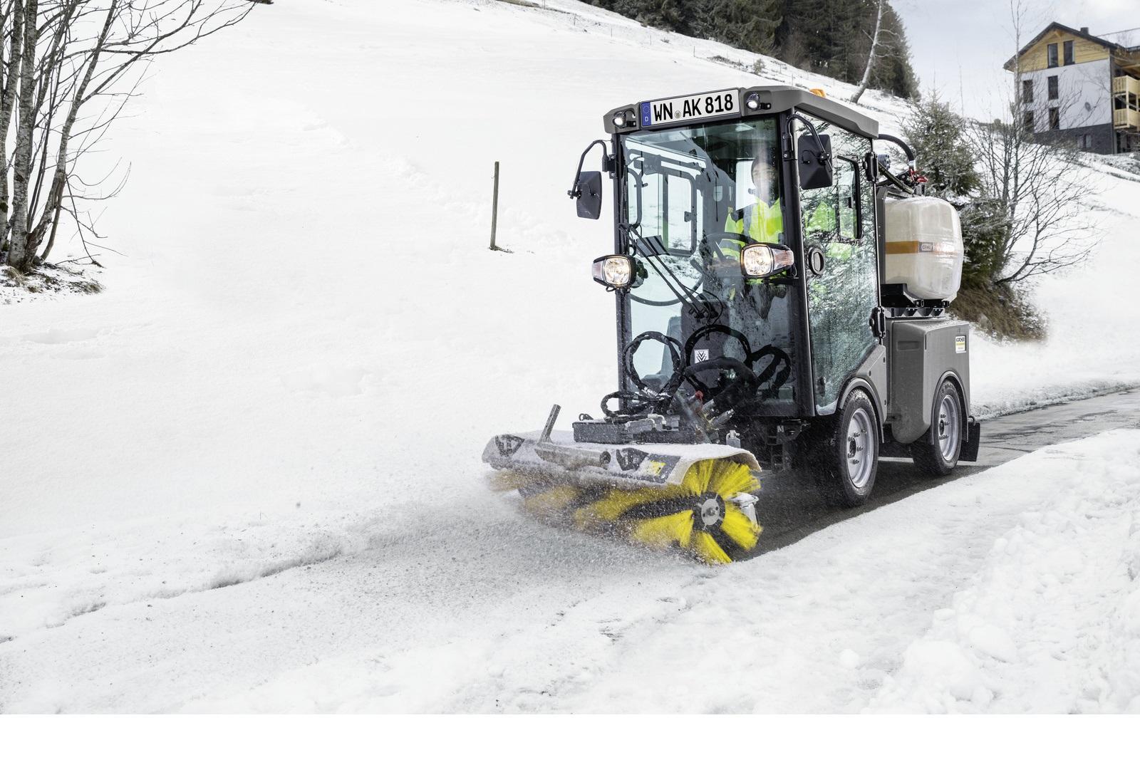 下雪就是通知,雪停就是命令,开着德国卡赫MIC市政多功能清扫车一起扫雪!
