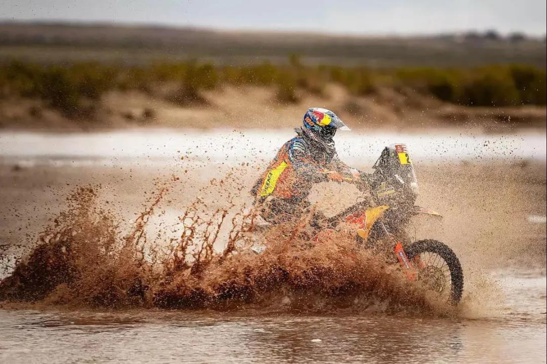 """卡赫助力库拉索越野摩托车锦标赛:挑战极限,致""""净""""热爱"""